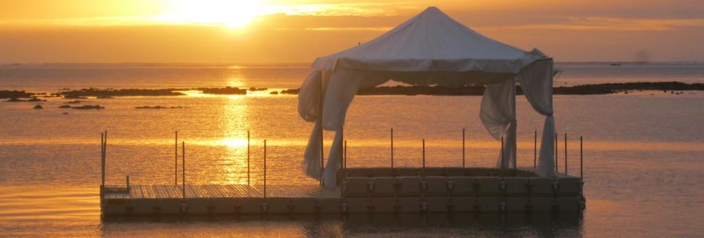 Tentplatform zonsondergang